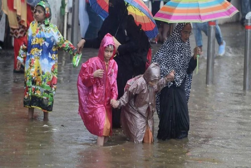 IMD Forecasts 'Extremely Heavy Rainfall' In Mumbai Today, Issues Red Alert