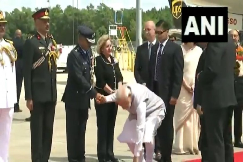 Watch: PM Modi's 'Down to Earth' Attitude In Houston Impresses And Inspires Social Media Users