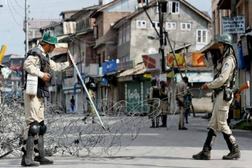 Shutdown Enters 52nd Day In J&K; Mobile, Internet Services Remain Snapped