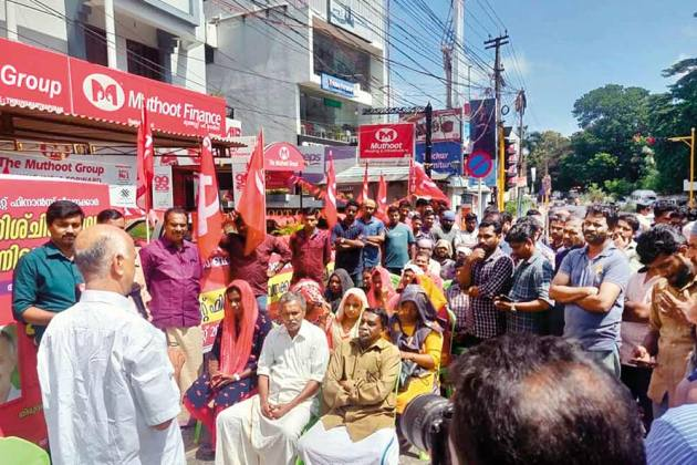 Muthoot Finance In Jumbo Mess As Warring Workers Seek Their Dues