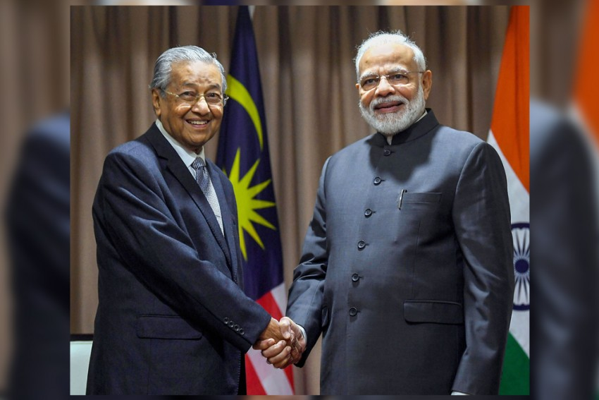 PM Modi Takes Up Issue Of Zakir Naik's Extradition During Meeting With Malaysian Premier
