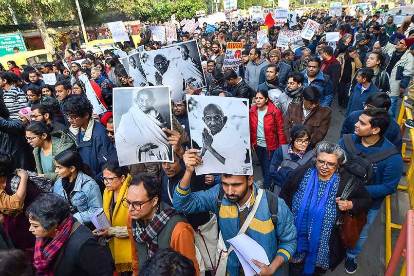 Police Use Force To Stop JNU Students Marching To Rashtrapati Bhavan, Several Injured