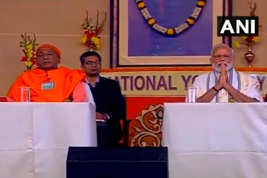 Kolkata Visit Day 2: PM Modi Pays Tribute To Ramakrishna, Vivekananda After Spending Night At Belur Math
