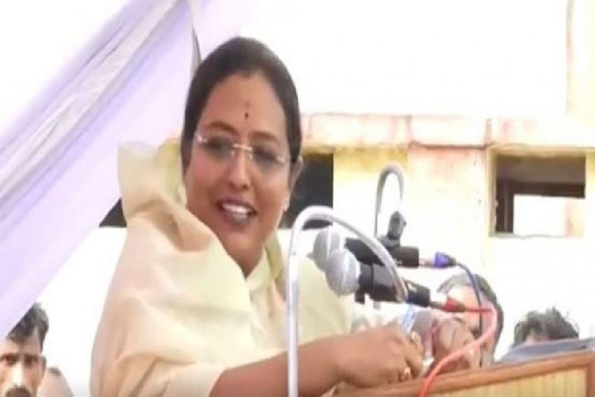 Touching Cow Drives Away Negativity: Maharashtra Minister Yashomati Thakur