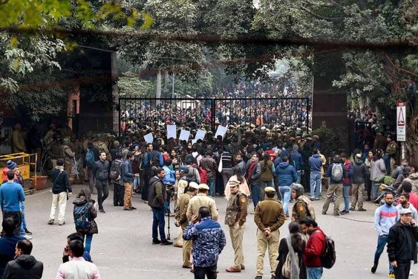 JNU Violence: Delhi HC Asks Police To Seize Phones Of Members Of Two WhatsApp Groups
