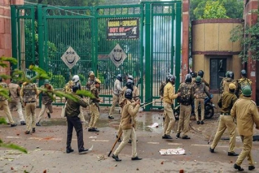 Jamia VC Meets MHRD Secretary, Requests Inquiry Into Dec 15 Police Action