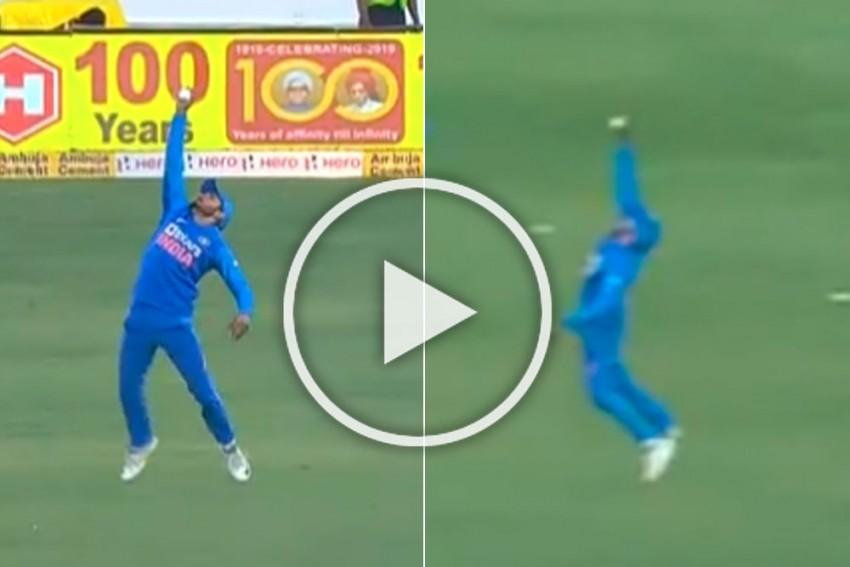 IND Vs AUS, 2nd ODI: Manish Pandey Takes A Stunner To Send Dangerous David Warner Back - WATCH