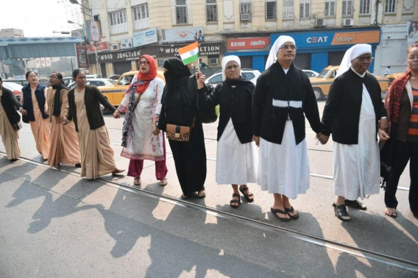 Kolkata: On Republic Day, People Form Large Human Chain To 'Safeguard Constitution Of India'