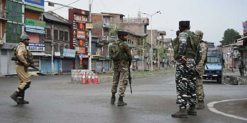 Kashmir: Teenager Injured As Militants Hurl Grenade At CRPF In Srinagar