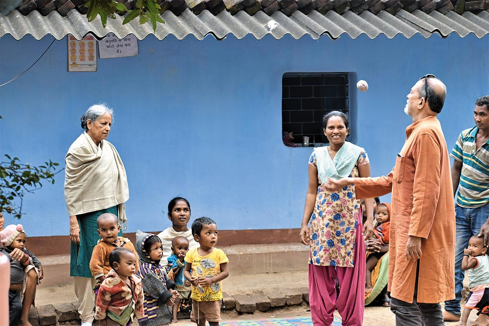 Nutrition Warriors | In Naxalite Land, A Doctor Couple's Crusade To Save Tribal Communities In Jharkhand, Odisha