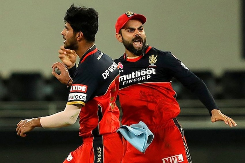 IPL 2020: Royal Challengers Bangalore Bowlers Choke Chennai Super Kings After Virat Kohli's Unbeaten 90 - Highlights