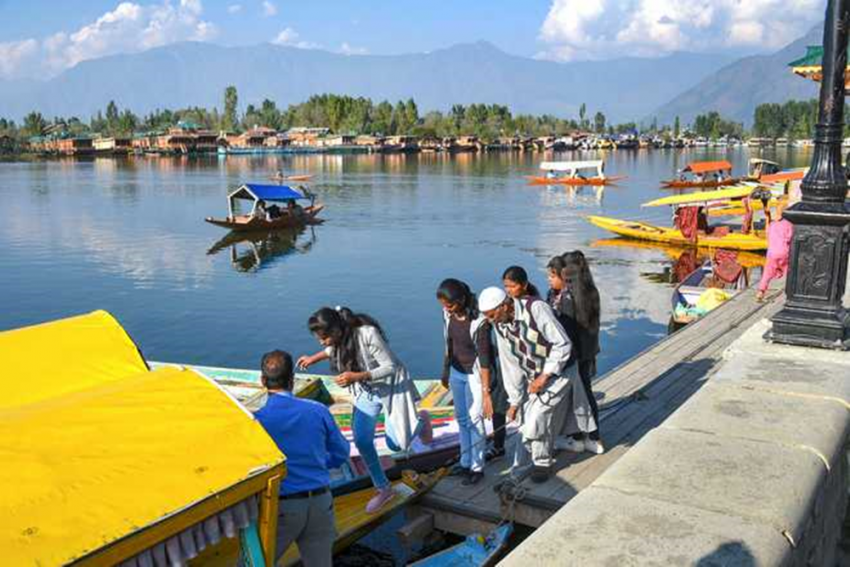 J&K Government Seeks Bengal's Help To End Two Year Long Dry Tourist Season