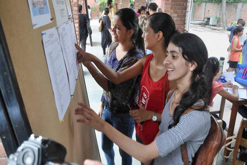 100% Cut Off In DU Admission Reflects Absurdity In Board Marks