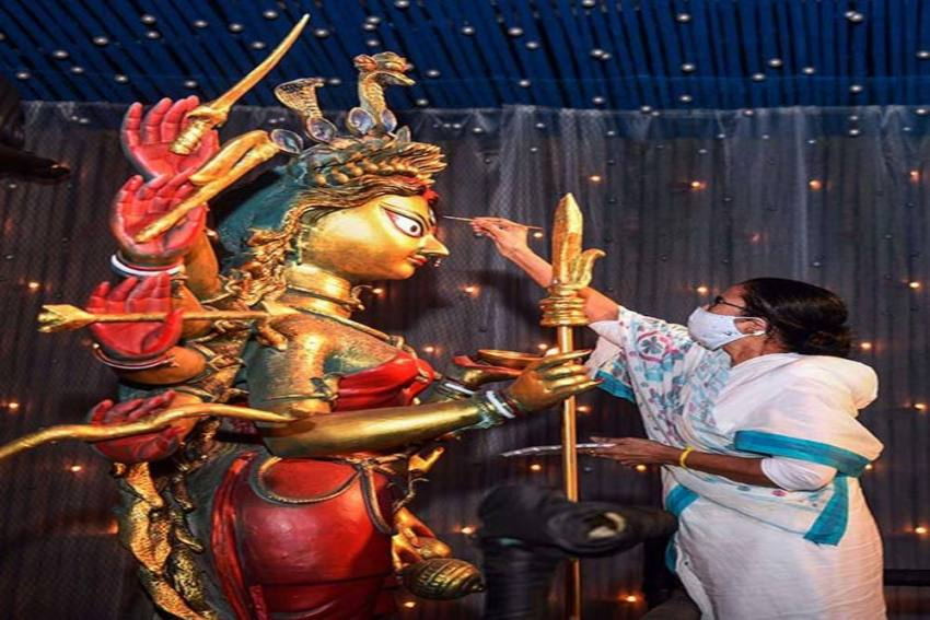 Mamata Banerjee Visits Popular Durga Puja Marquees, Urges People To Follow COVID-19 Protocol