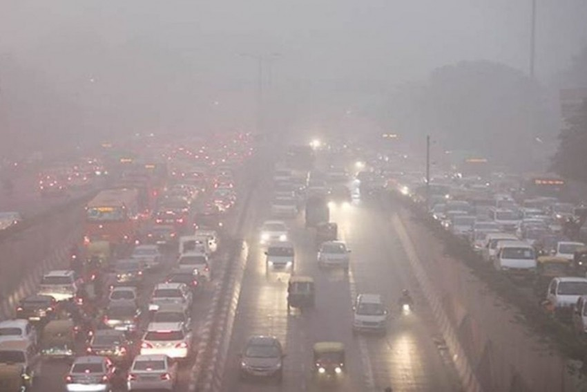 AAP Govt Appeals Delhiites To Switch Off Engines At Traffic Signals