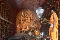 Covid-19 Scare, Calcutta High Court Order Keep Puja Revellers indoors