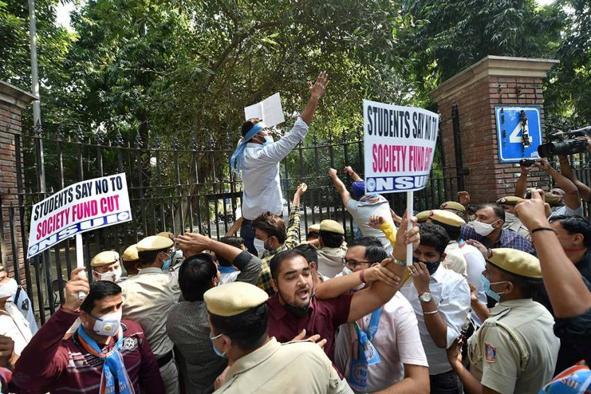 Explain why staff have not been paid, HC tells AAP govt, Delhi University