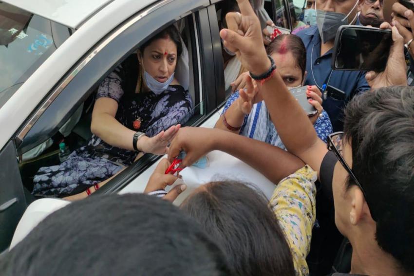 Congress Workers Stop Smriti Irani's Car In Varanasi, Demand Resignation