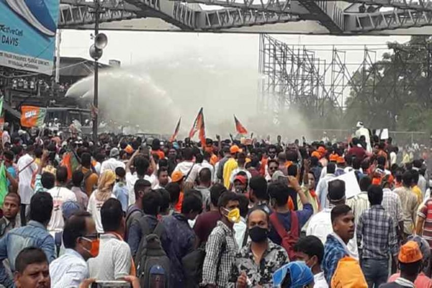 Cops Use Tear Gas, Lathicharge As Clashes Erupt During BJP's 'Nabanna Chalo' March in Bengal