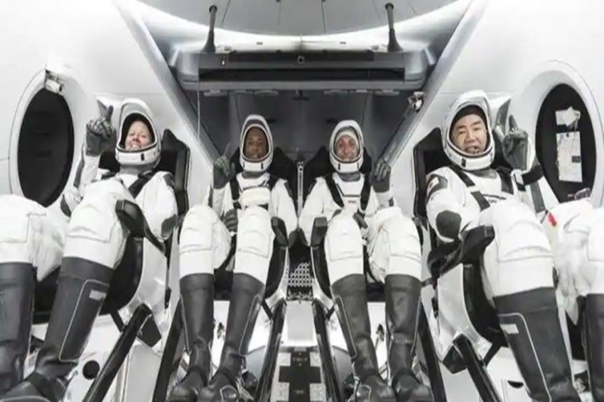 Nasa, SpaceX Send Astronauts To International Space Station Aboard Falcon 9
