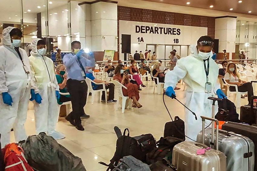 Cop Slaps Airline Staff For Refusing Boarding Pass At Ahmedabad Airport