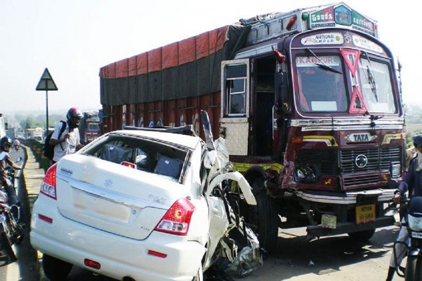 Family Of 5 Killed As Car Collides With Truck In Jharkhand