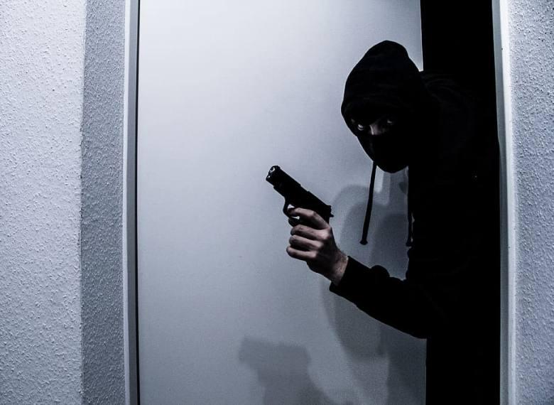 Indian Man Attacked By Three Mask-Wearing Pakistani Burglars In UAE