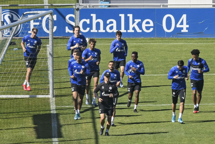 German Club Schalke In Crisis: Director Departs, Players Suspended