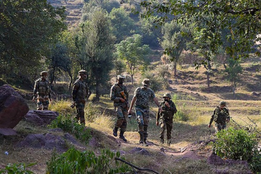 2 Soldiers Killed Along LoC In J-K, Taking Toll To 5 In Two Days