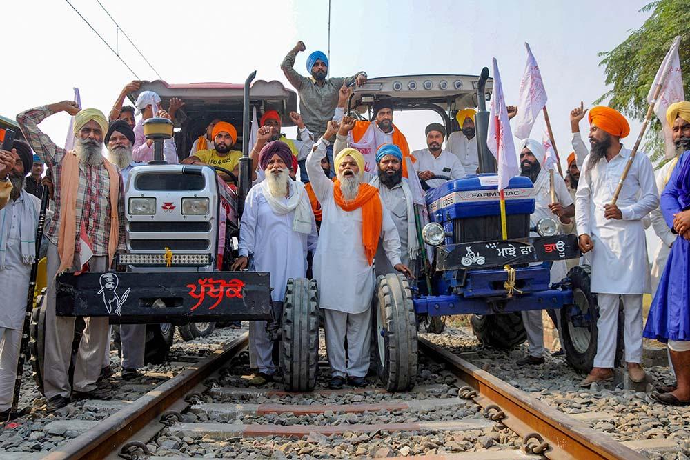'Delhi Chalo': After Night's Halt Punjab Farmers Resume March
