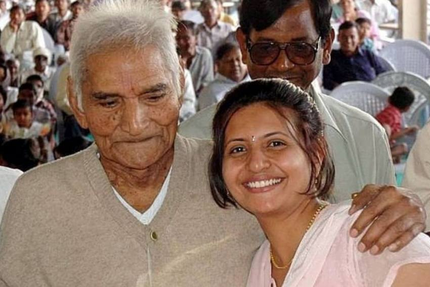 Sheetal Amte, Baba Amte's Granddaughter Commits Suicide After Family Feud