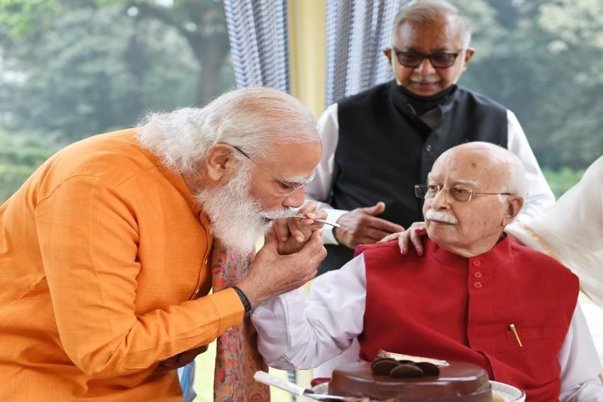 BJP Leaders Wish LK Advani On 93rd Birthday