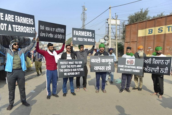 Farmers Protest: Students Stand In Solidarity By Displaying Posters At Singhu Border