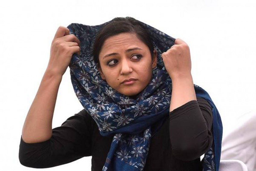 Shehla Rashid Dismisses Estranged Father's Allegations Of Corruption