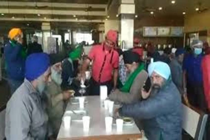 Murthal Dhaba Is Giving Free Food To Protesting Farmers