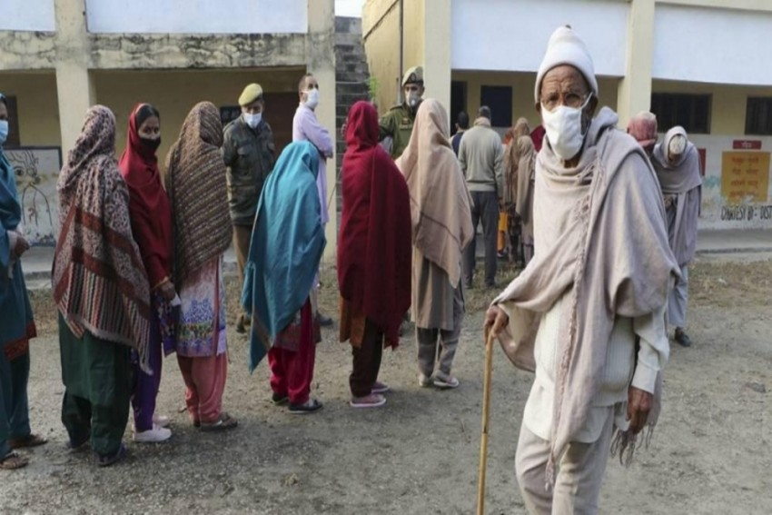 Police 'Beat' Scribes, 'Obstruct' Voters In J&K Council Polls