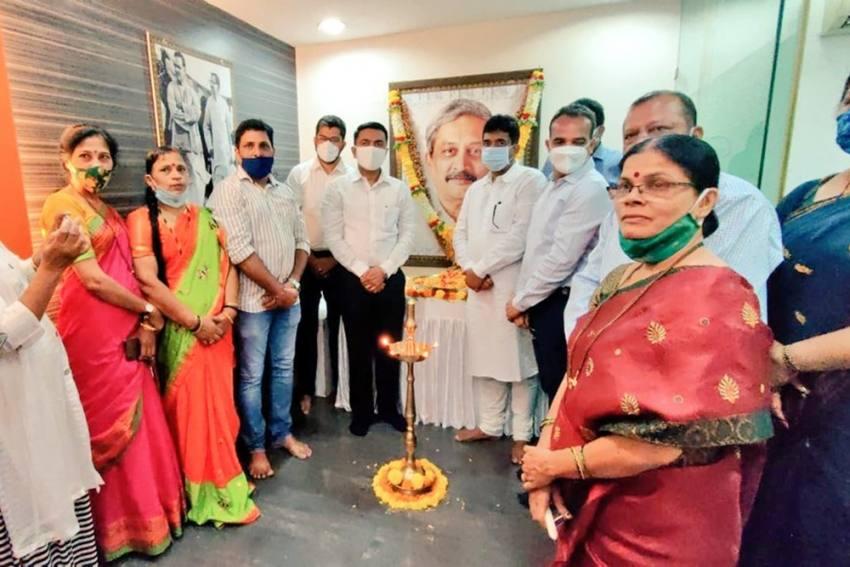 Goa CM Pramod Sawant Pays Tribute To Manohar Parrikar On His Birth Anniversary