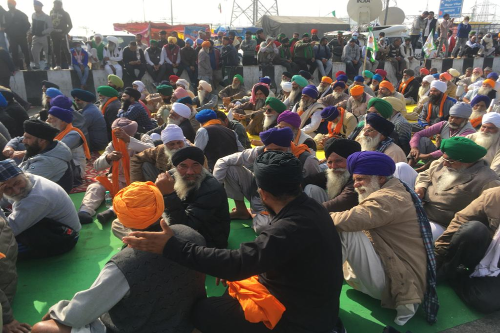 Farmers 'Apologise' To People With 'Folded Hands' For Road Blockade, Inconvenience