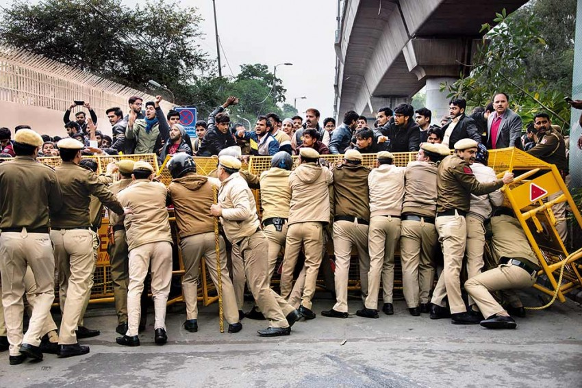 Delhi Police Detain Group Of Jamia Students: Reports