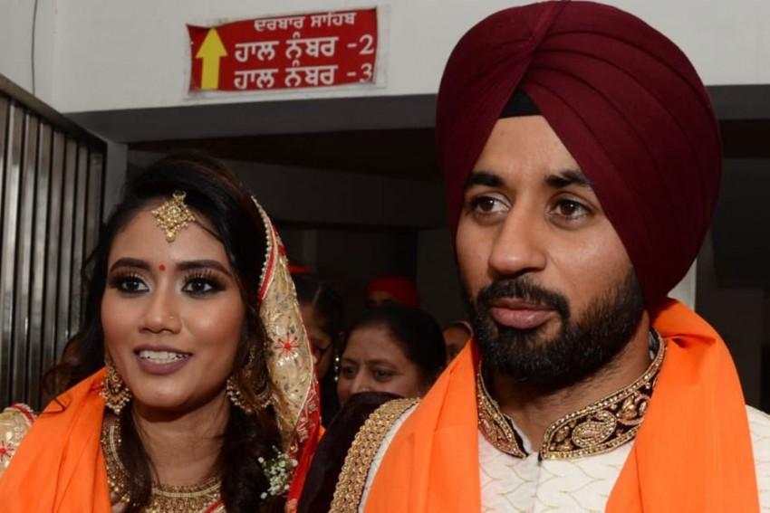 Indian Hockey Captain Manpreet Singh Weds Malaysian Partner With Pakistani Roots