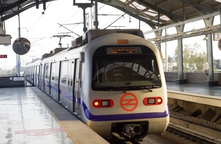 Cop's Life Saved By CISF Jawan At Delhi Metro Station