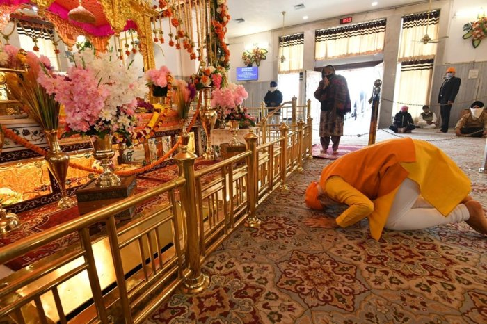 PM Modi Makes Surprise Visit To Gurudwara, Pays Tribute To Guru Tegh Bahadur