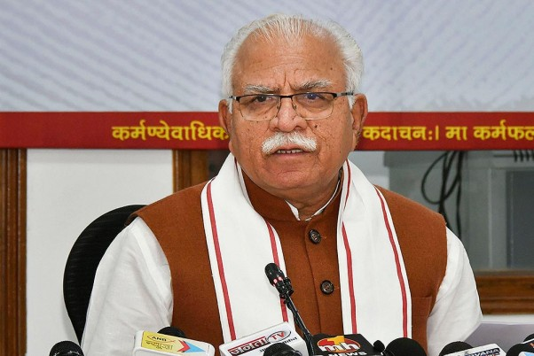 Protesting Farmers In Haryana Greet Chief Minister Khattar With Black Flags