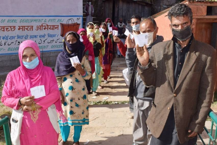 Lotus Blooms In Kashmir But Alliance Leads In DDC Polls