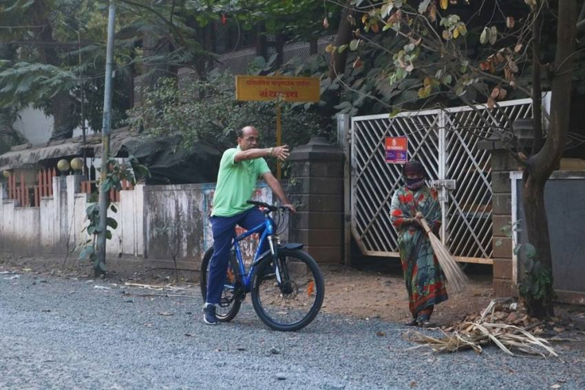 Meet Kolhapur's Deputy Mayor Who Is Solving Local Problems By Visiting Them On Bicycle Every Day