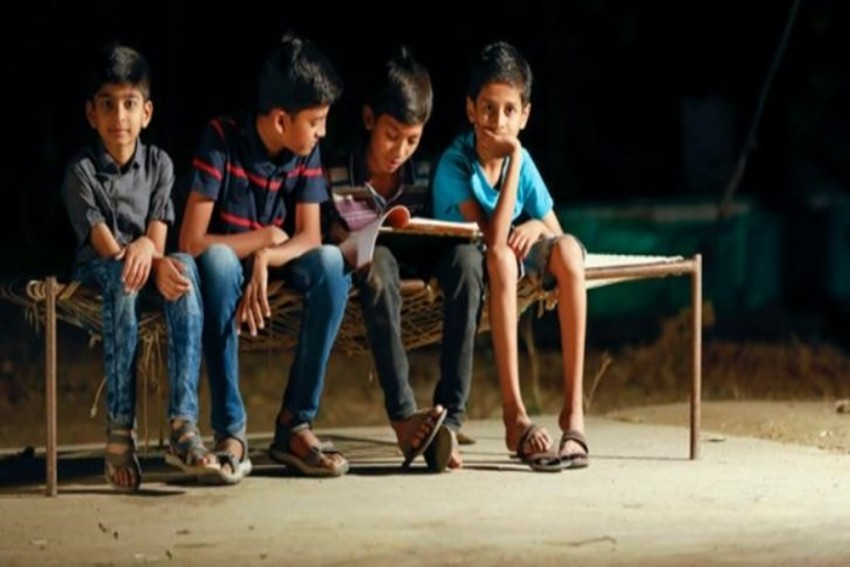A Police Station In Maharashtra Is Conducting English Classes For Kids From Slum Areas