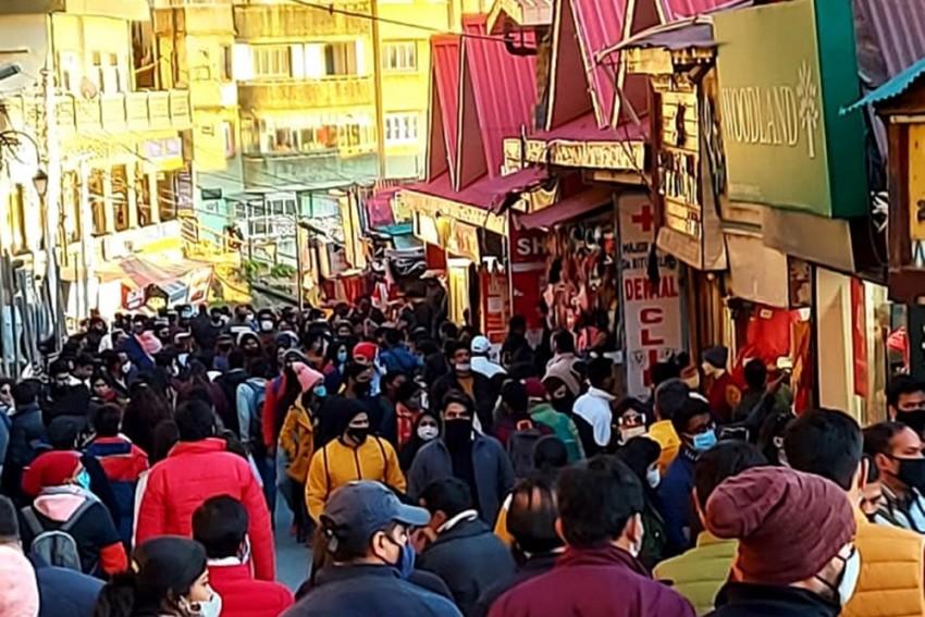 Tourists Flock To Shimla, Manali For New Year Celebrations