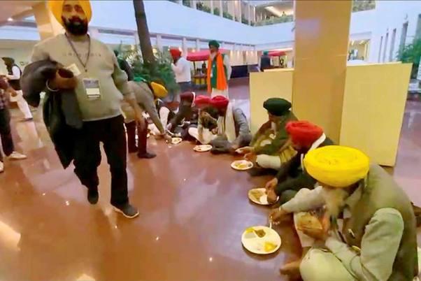 Farmers Bring Their Own Food, Tea At Govt Meeting Again