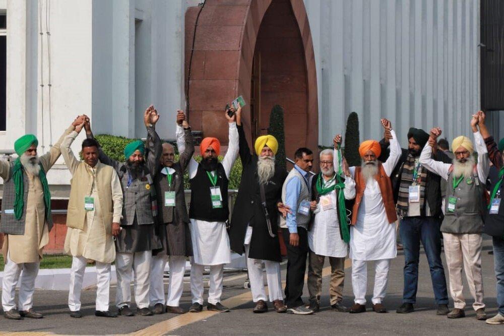 Govt-Farmers Meeting: Farmers Threaten To Walk Out, Go On 'Maun Vrat'