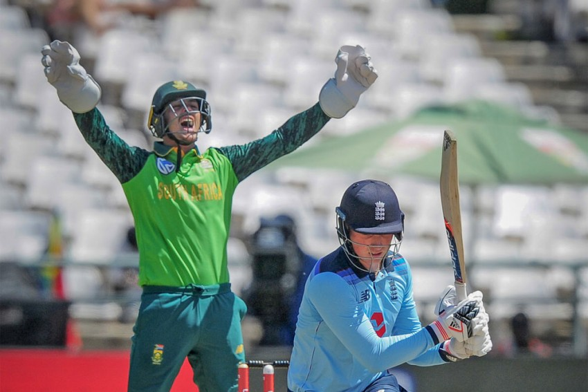 England Cricket Team's South Africa Tour Cancelled After COVID-19 Outbreak